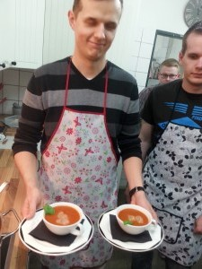 Tomatensuppe mit Sphärischem olivenöl